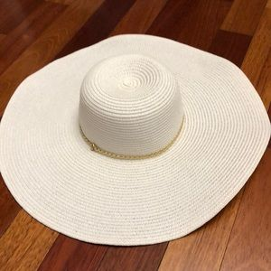 Accessories - White and gold floppy beach hat